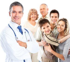 дети и взрослые с врачом